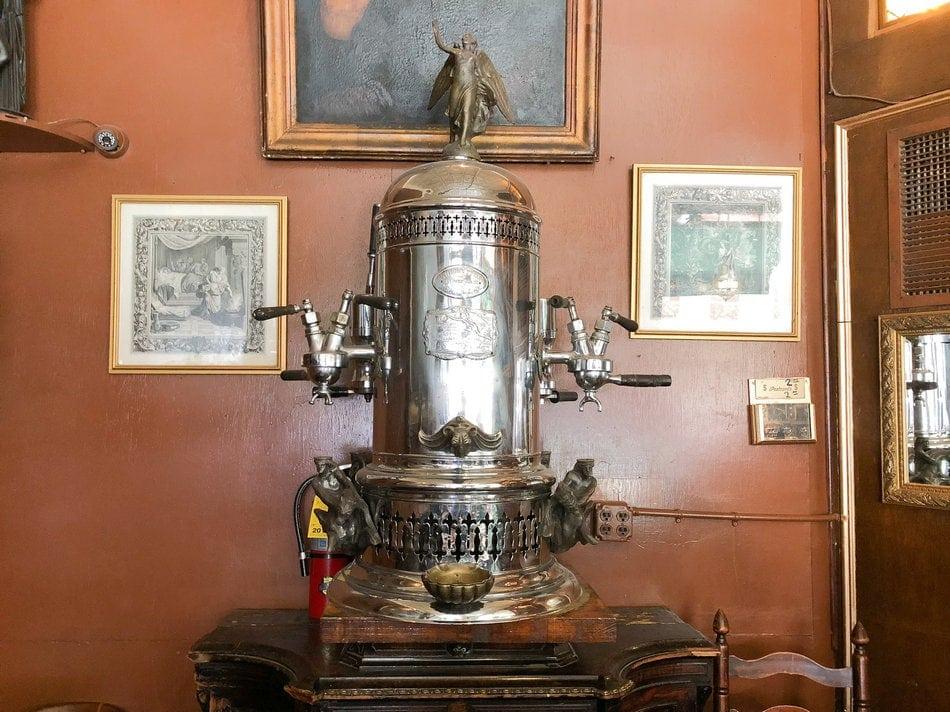 Prvi espresso aparat u SAD - Caffe Reggio (New York)