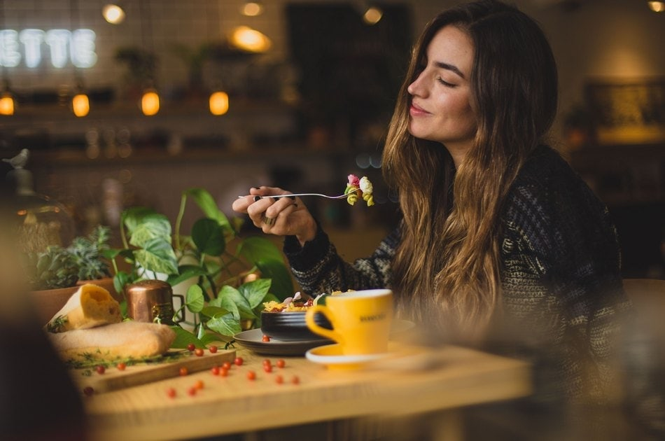 jedite lagano ne pricajte dok obedujete