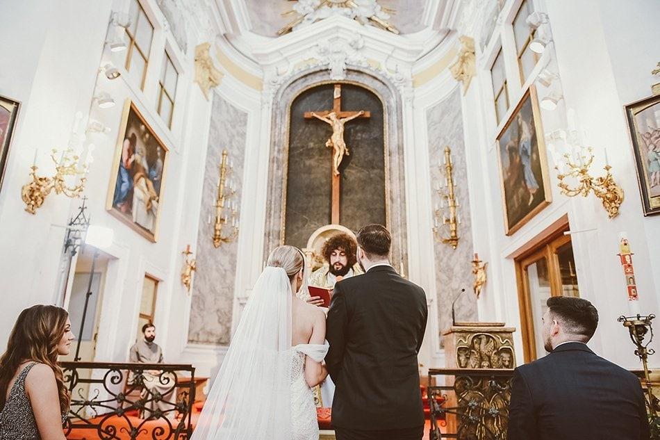 Kumovi na crkvenom vencanju