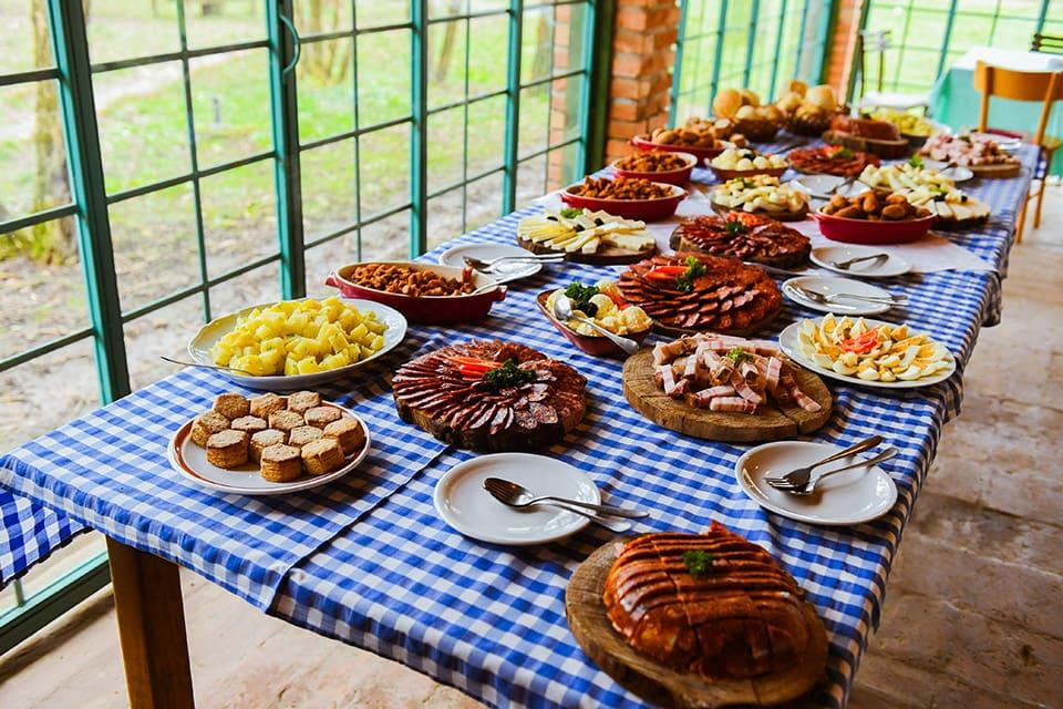 Jubilarni 20. svinjokolj održan na čuvenom Salašu 137 – Al se opet dobro jede, baš!