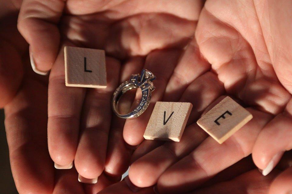Verenicki prsten od belog zlata