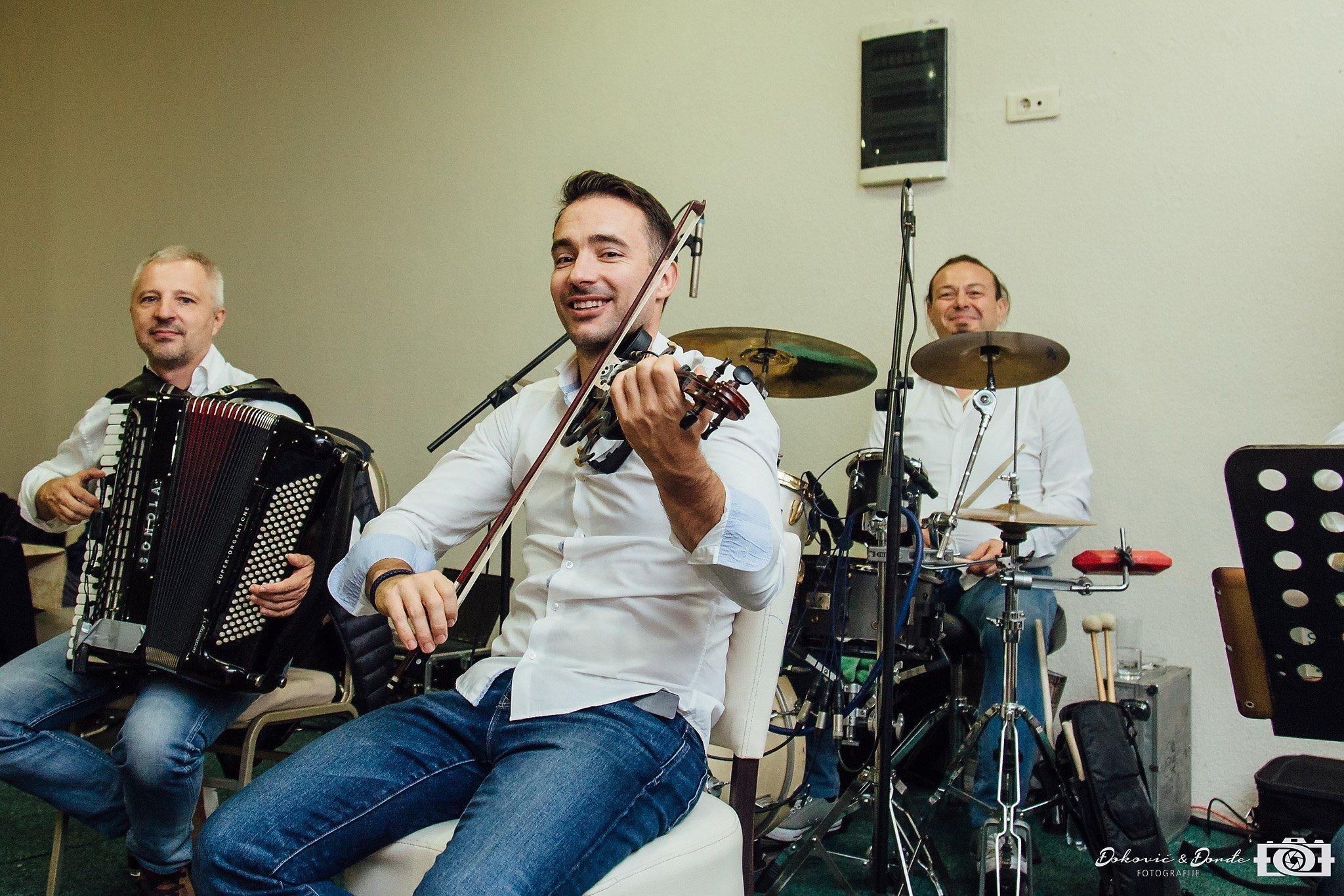 BEOGRADSKI AKUSTICNI orkestar1