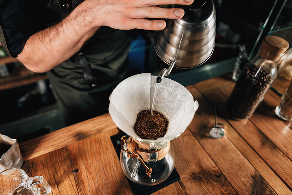 05 Rucno zakuvavanje filter kafe